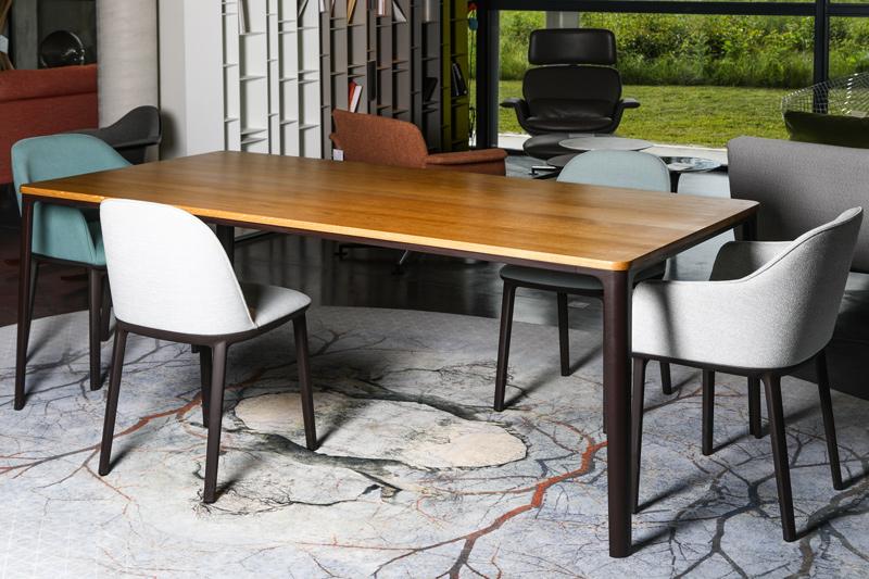 Table et chaises par Vitra